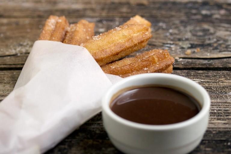 churros-con-chocolate1050-2-1050x700